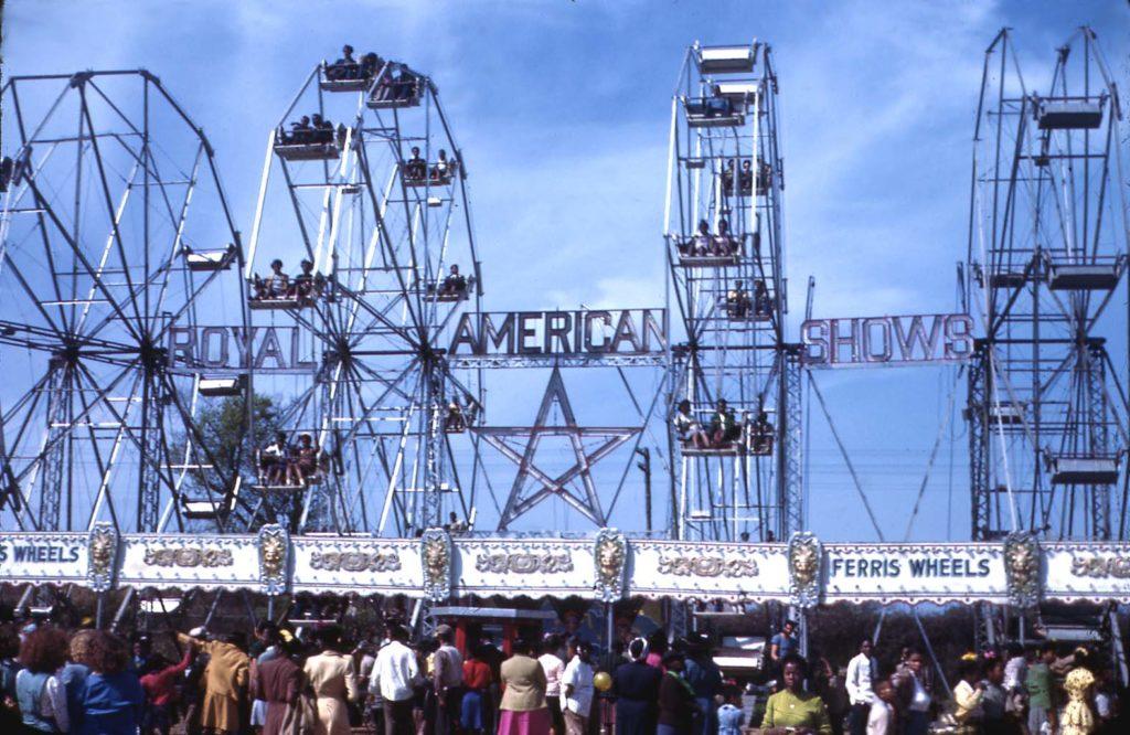 "alt=""carnival rides"""